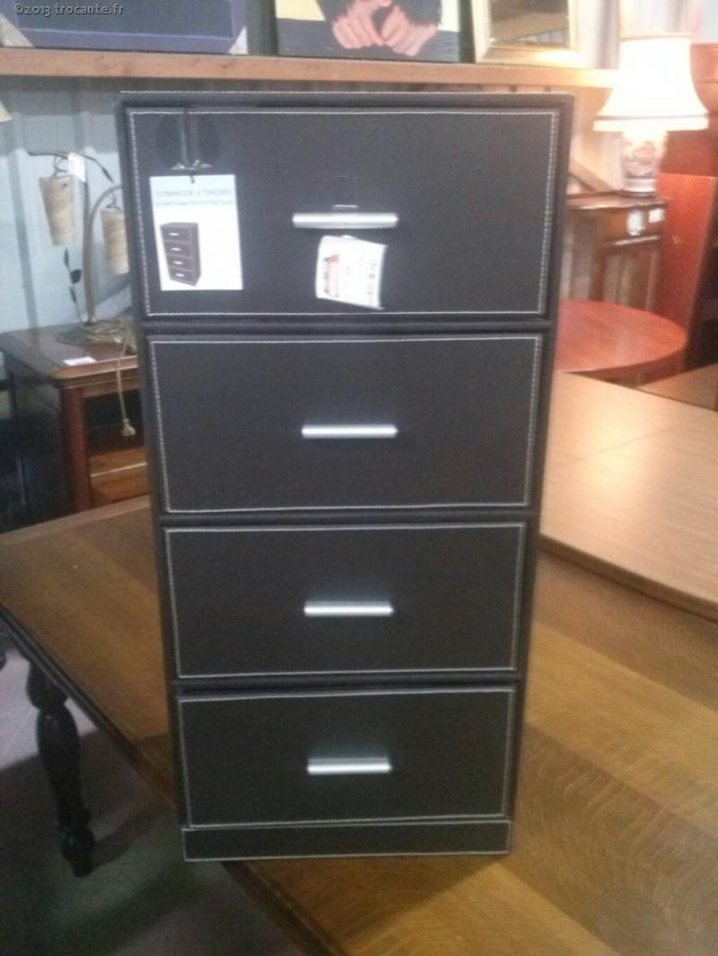 meuble en cuir. Black Bedroom Furniture Sets. Home Design Ideas