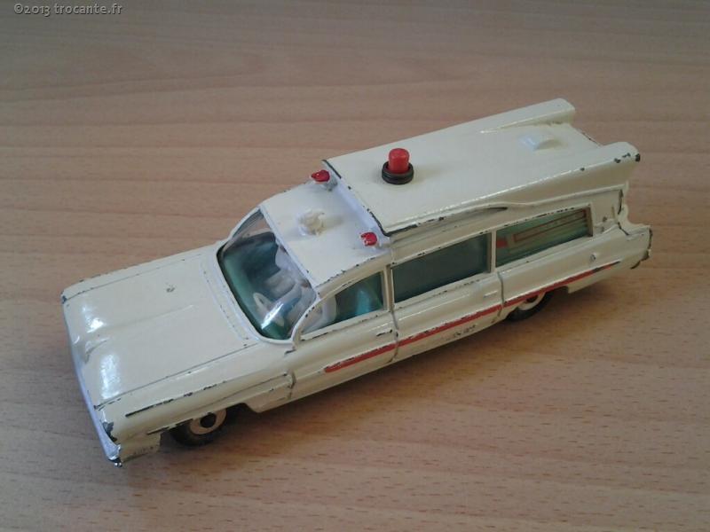 miniautre dinky toys ambulance superior criterion la trocante d posez et encaissez. Black Bedroom Furniture Sets. Home Design Ideas