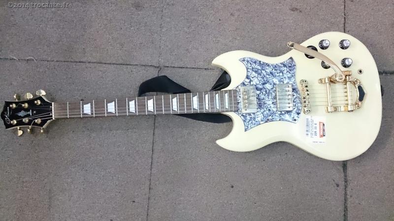 guitare electrique beige coxx type sg custom bigsby la trocante d posez et encaissez. Black Bedroom Furniture Sets. Home Design Ideas
