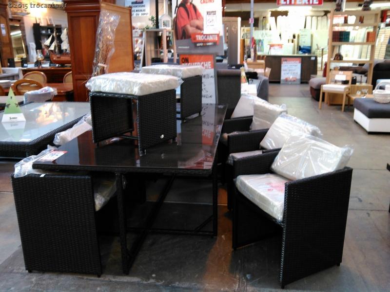 table resine de jardin table 8fauts 2poufs la trocante d posez et encaissez. Black Bedroom Furniture Sets. Home Design Ideas
