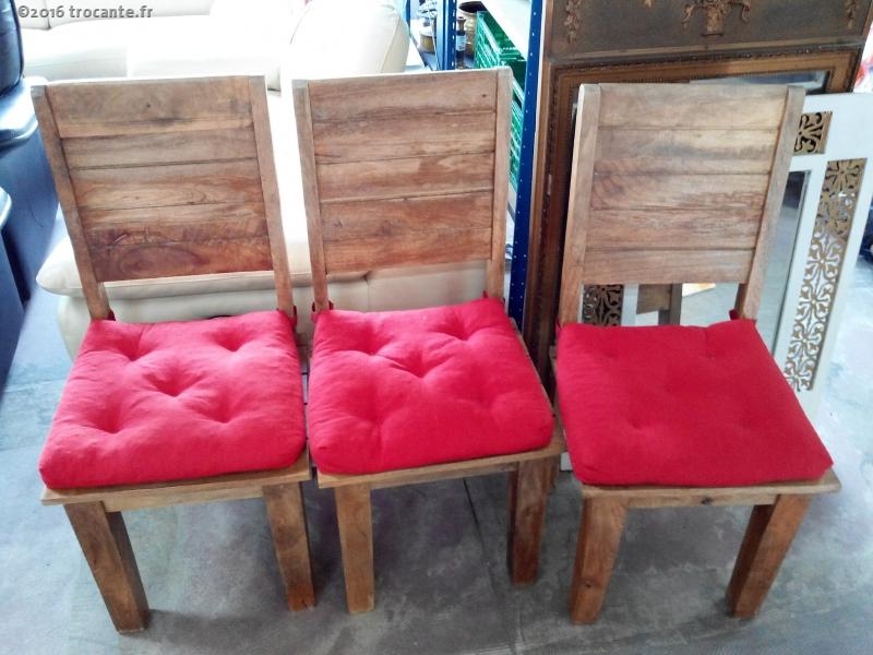 3 chaises hautes bois exotique avec coussin rouge la trocante d posez et encaissez. Black Bedroom Furniture Sets. Home Design Ideas