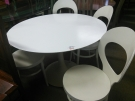 ENSEMBLE TABLE RONDE + 4 CHAISES BLANCHES