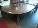 TABLE OVALE (NON MARQUEE FRITZ HANSEN)